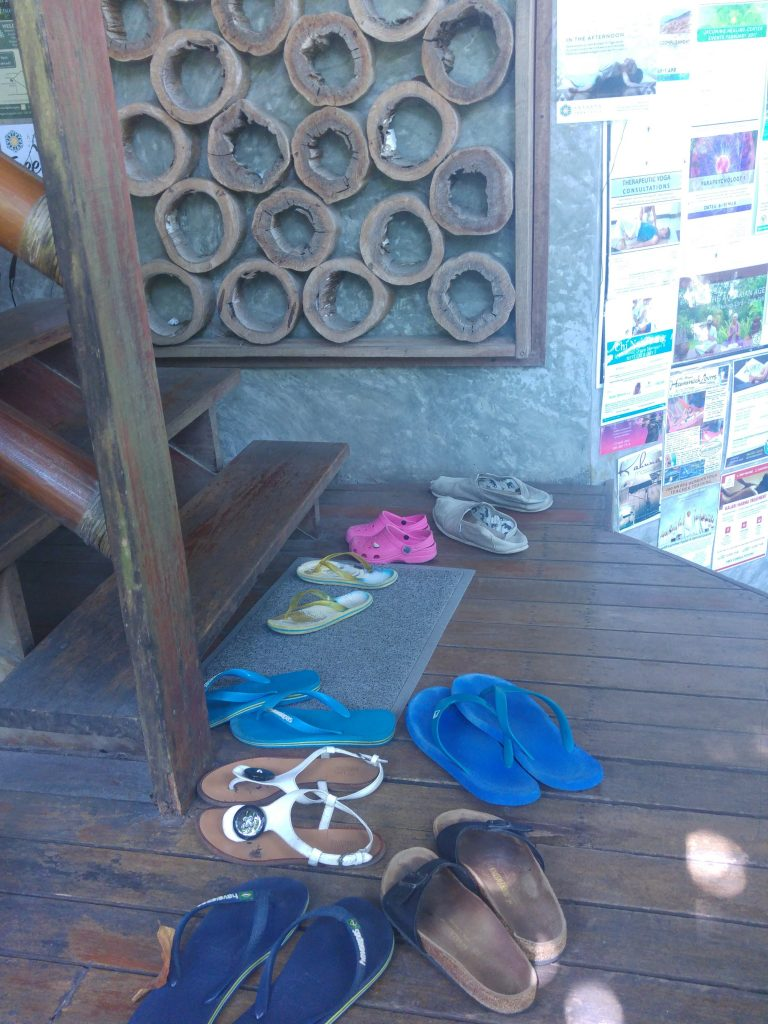 More Shoes off in Thailand