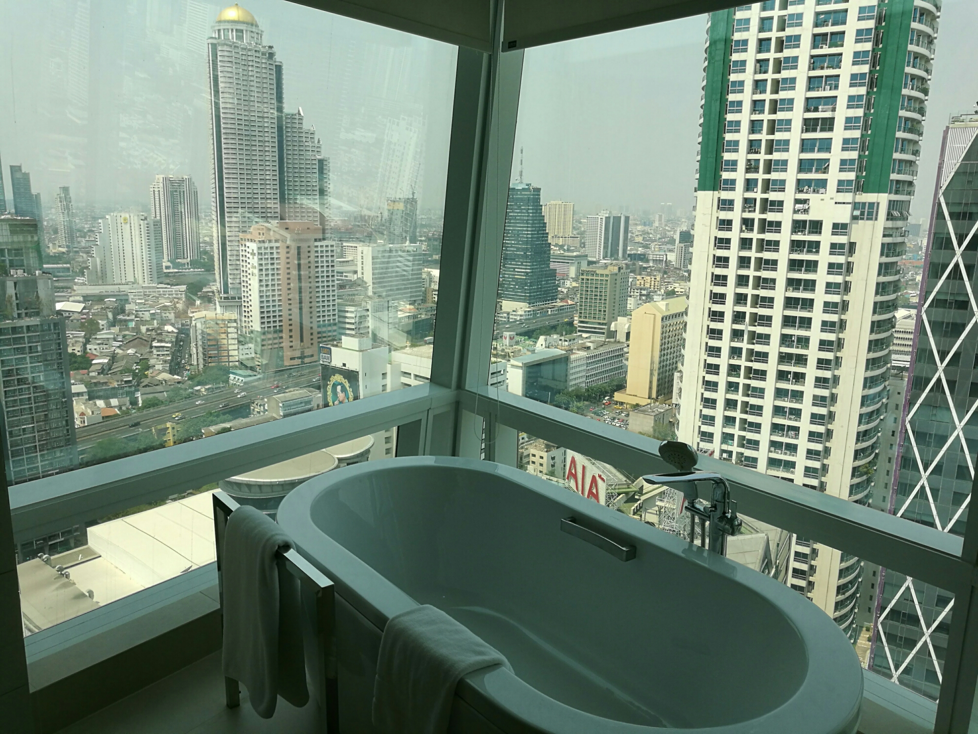 Bath with a view, Bangkok