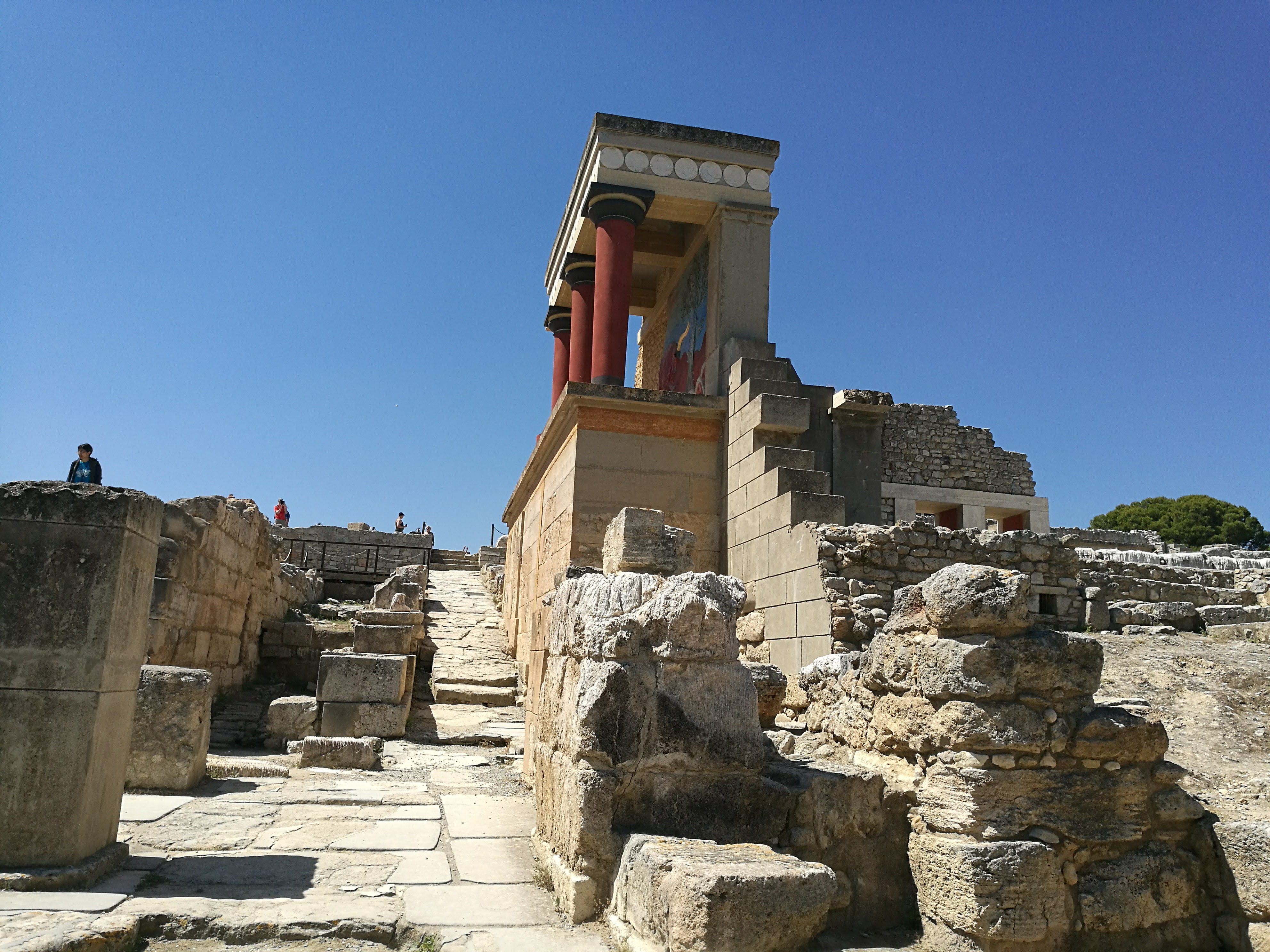 The Palaces of Knossos